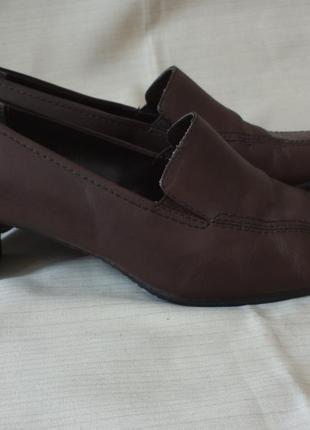 Кожаные туфли, лоферы janet d 40 р.