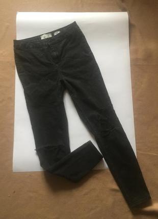 Черные рваные джинсы с высокой посадкой