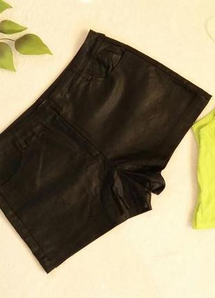 Интересные короткие шорты черного цвета