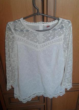 Фирменная легкая нарядная блуза с кружевом