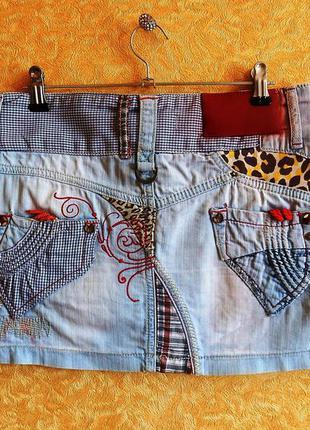 Оригинальная джинсовая мини юбка