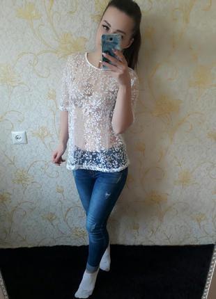 Красивая полупрозрачная блузка футболка
