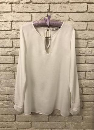 Красива біла блуза