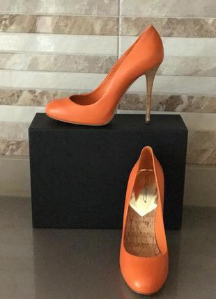 Яркие туфли dsquared
