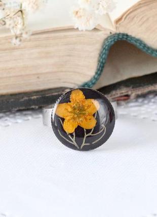 Кольцо с живыми цветами
