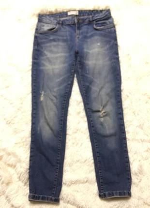 Стильны рваные джинсы бойфренд