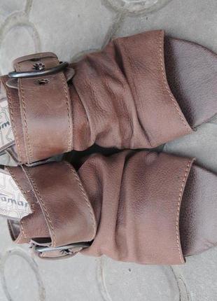 Мягкие кожаные шлепанцы tamaris р.41 (26,5 см)