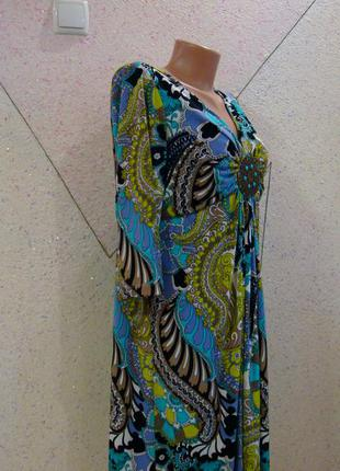 Супер цена!очень яркое платье с красивой брошью на груди. размер 14-18