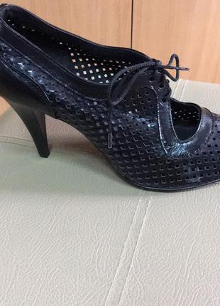 Туфлі з перфорацією1 фото