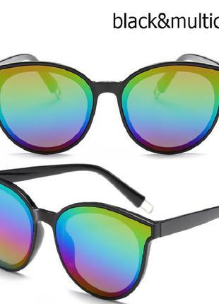Солнцезащитные черные крупные очки с зеркальной радужной линзой