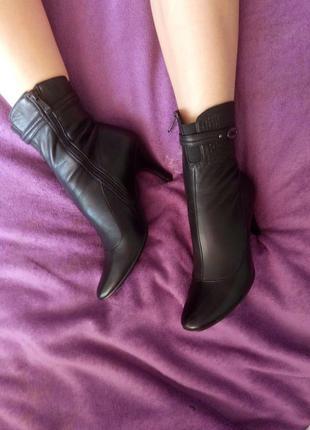 Деми ботинки на небольшом каблуке