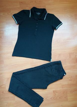 Черная фирменная тениска размера xs