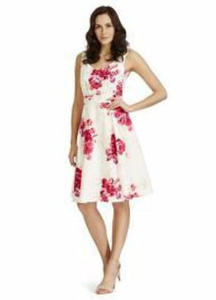Платье кремового цвета в красные цветы