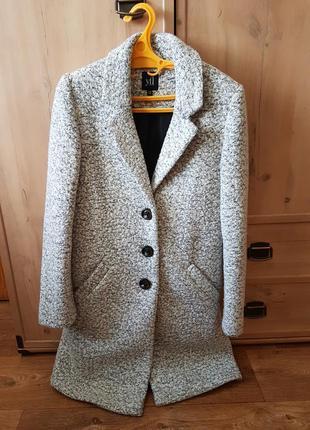 Красивое пальто демисезон
