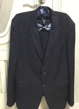 Премиальный мужской костюм giotelli.