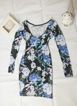 Платье с открытой спиной с длинным рукавом и цветочным принтом