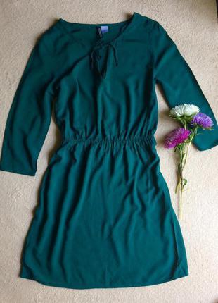 Платье изумрудное короткое