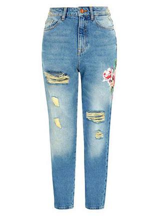Крутые джинсы мом из свежих именных коллекций с красивым рисунком