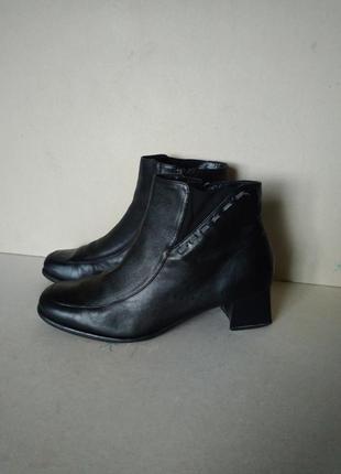 Ботинки полусапожки черные классические кожаные р. 6 1/2 или 39-40 26 см