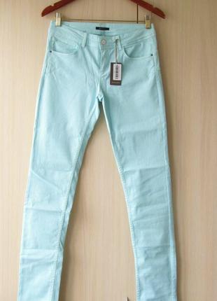 Голубые джинсы promod с эффектом push ap, s