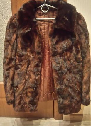 Полушубок из кусочков норки, есть синтепоновая подкладка , очень тёплая.