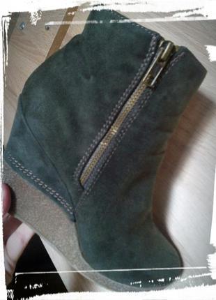 Темно-зеленые замшевые ботинки на замке