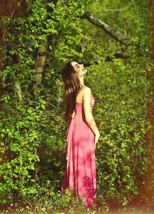Брендовое платье,спинка шикарна!!!
