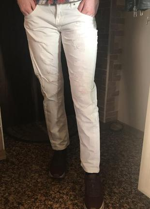 Белые рваные джинсы бойфренд calliope
