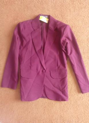Пиджак с укороченным рукавом бордового цвета марсала красный