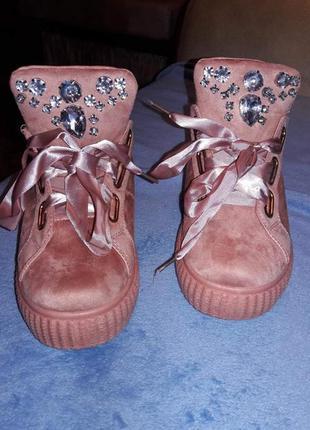 Кеды-кроссовки пудра розовые.шикарные