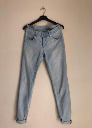 Светло голубые джинсы h&m