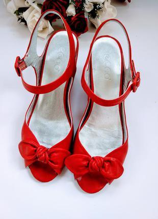 Восхитительные босоножки, туфли на платформе кораллового цвета от ecco.