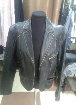 Натуральная кожаная куртка со стильными потертостями