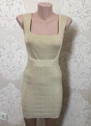Облегающее платье бежево- золотого цвета