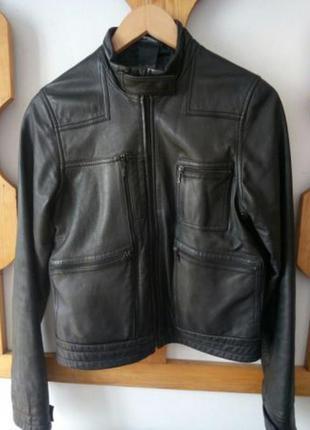 Стильная оригинальная кожаная куртка nike.