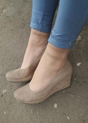 Туфли на платформе беж / замш