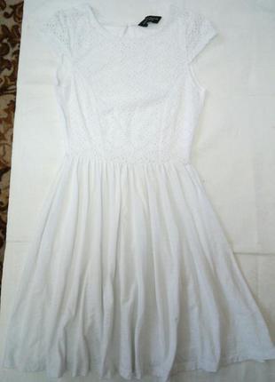 1+1=3 белоснежное платье с красивым обделаным кружевом на груди до талии dorothy perkins