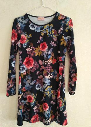 Платье в крупный цветок а-силуета