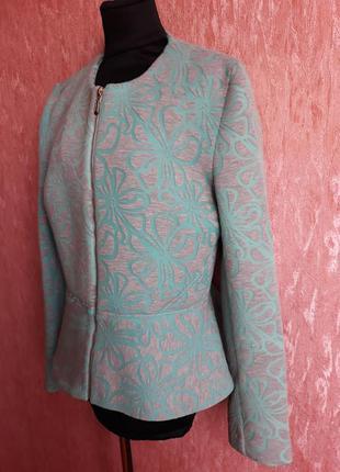 Бирюзовый пиджак с баской