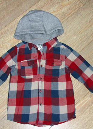 Рубашка с капюшоном на 4-5 лет (104-110см).