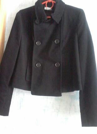 Короткая курточка  р.44