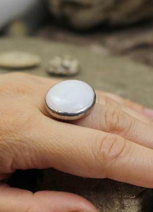 Кольцо с белым стеклом