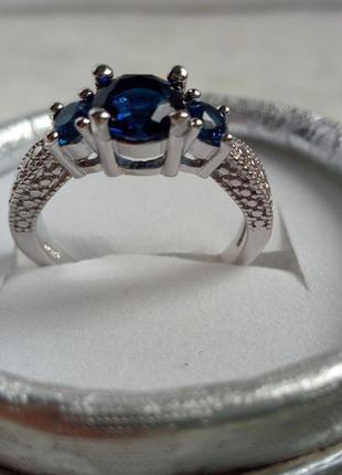 Серебро 925, красивое кольцо с цирконами