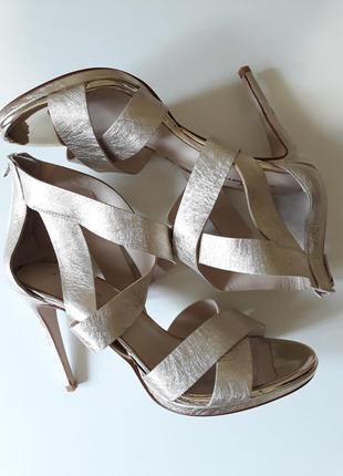 Изумительные золотые туфли от gloria ortiz, 26см