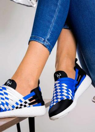 Кроссовки очень удобные и лёгкие, стильные