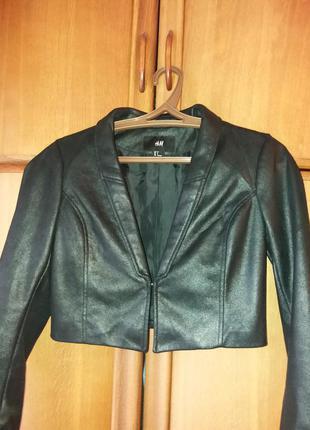 Маленькая черная куртка-пиджак от h&m