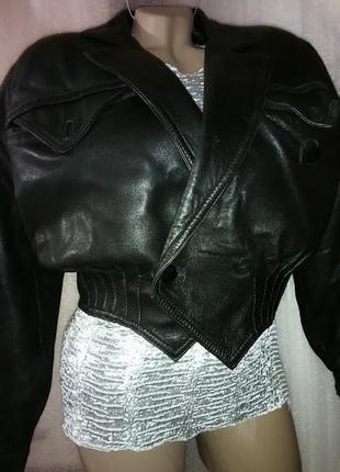 Эффектная кожаная куртка ,укороченная.leder mode neuenschwander.