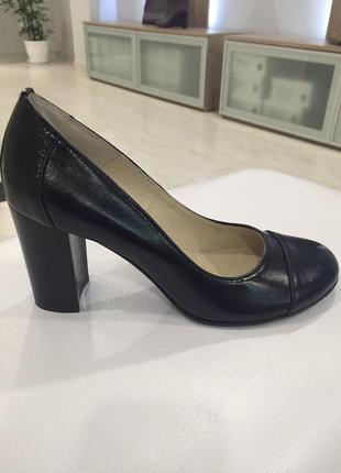 39,40р 26см,26.5см кожаные туфли на широком каблуке черные soldi агата-л,