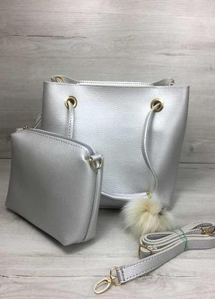 Серебристая сумка мешок с ручками на плечо и косметичкой