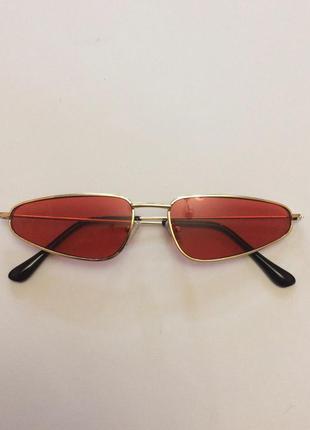 Узкие красные очки
